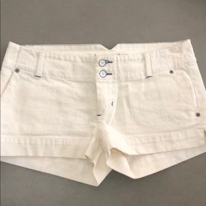 American Eagle Ivory stretch jean shorts 6
